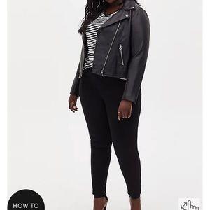 Torrid premium bombshell skinny black size 26